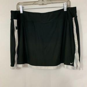 Nike Women's Black and White Skort Size 1X
